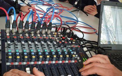 Alumnos participan en taller de radio